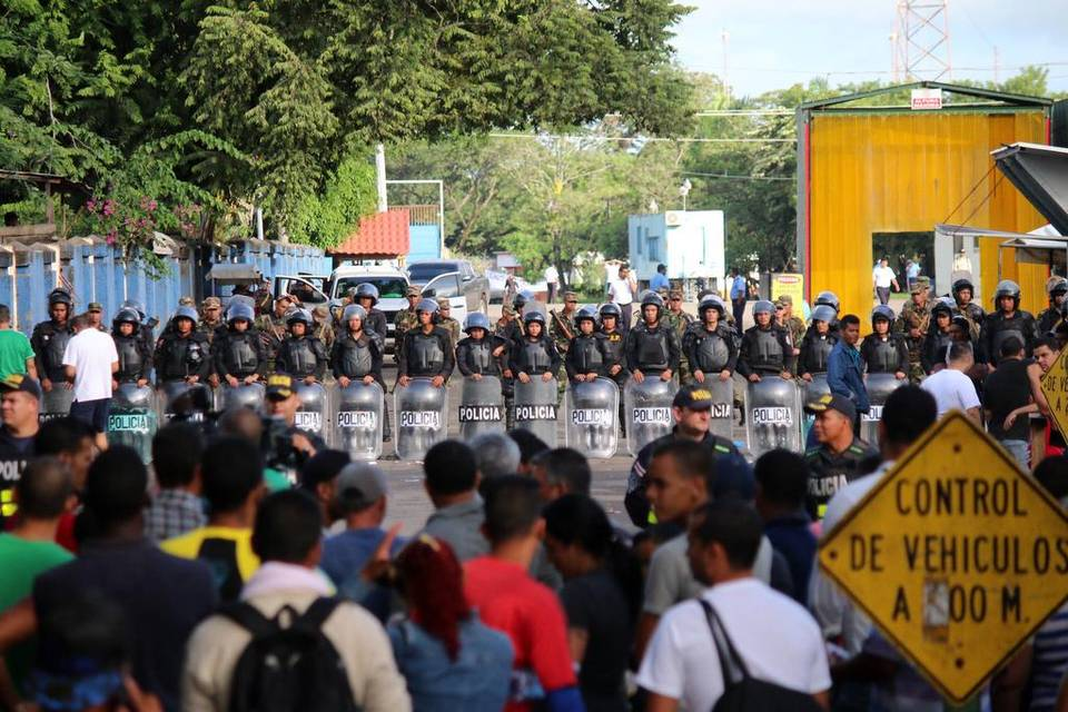 What is waiting Cuban migrants on the other side of the Costa Rica border