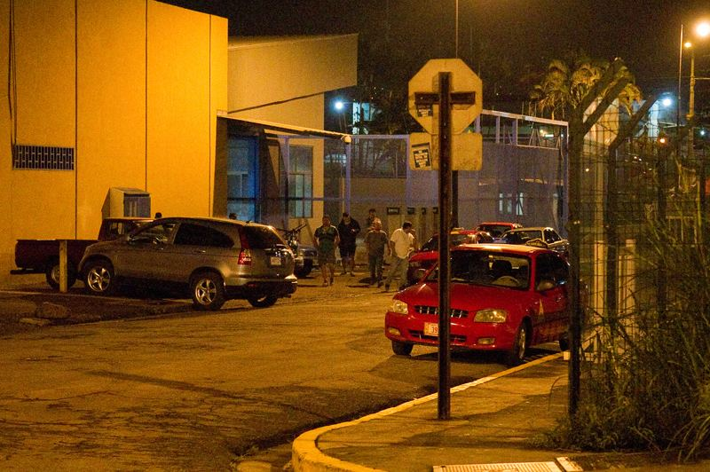 The area around Plaza Víquez San José, last Wednesday, at the TRACOPA bus stop, as Cubans arriving to the capital. Photo Rafael Murillo, La Nacion