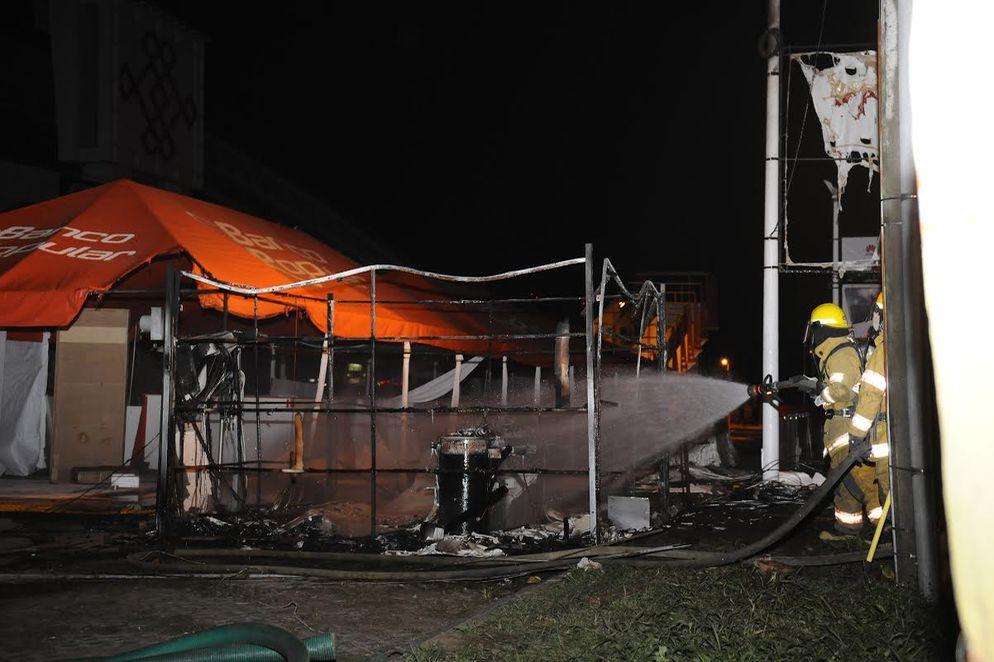 bomberos-seguian-tratando-determinar-causas_LNCIMA20151127_0178_28