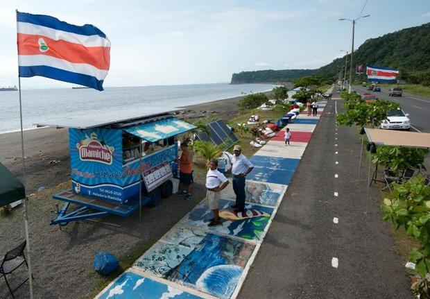 The Churchill Mamiche ice-cream parlour in Caldera, Puntarenas, 80 km southwest of San Jose is entirely powered --day and night-- by solar panels/ Photo: Ezequiel Becerra, AFP