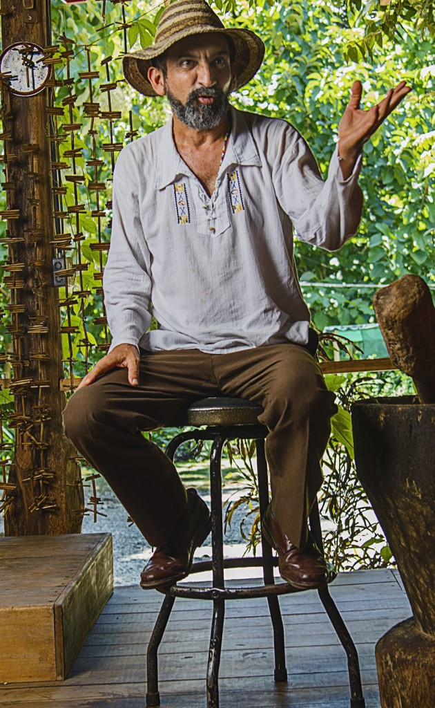 Despite living in Nicoya, Grandpa Luis frequently goes to the central valley to perform in places such as the Spanish Cultural Center, Casa Batsu and the House of Popular Culture.