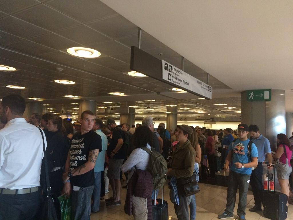 viajeros-debieron-esperar-horas-tarde_LNCIMA20151120_0182_1