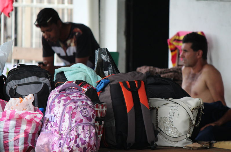 Some 2,000 Cuban migrants are at the Panama border waiting for a visa to enter Costa Rica. EFE