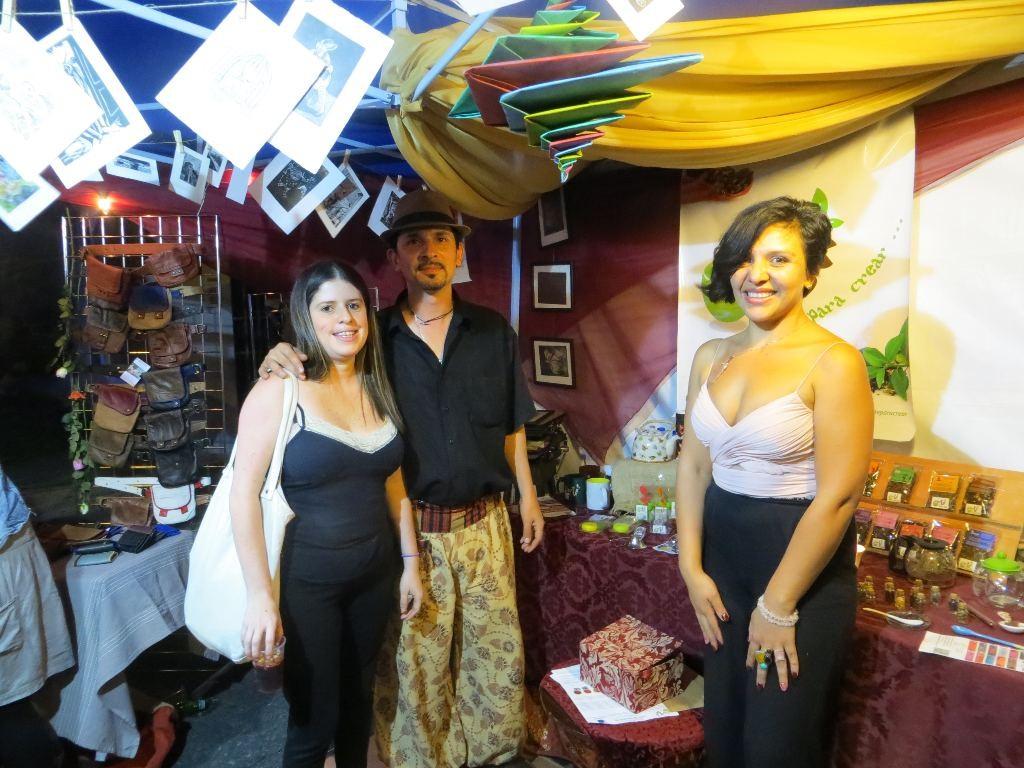 San José tour guide, Nury Mora, left, meets with artist Greivin Ureña and tea conosuiur Angerie Mora. Angerie is the owner of ArTÉ, a purveyor of gourmet teas.