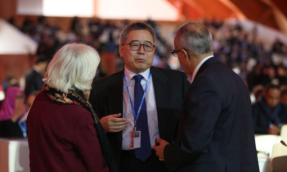 Su Wei speaks with Laurence Tubiana, and ADP co-chair Ahmed Djoghlaf at COP21 in Le Bourget, Paris. Photograph: IISD
