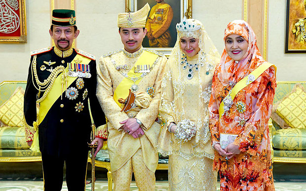 (L-R) Hassanal Bolkiah, the Sultan of Brunei, his son Prince Abdul Malik, new wife Dayangku Raabi'atul 'Adawiyyah Pengiran Haji Bolkiah and Queen Saleha during the wedding ceremony in the Nurul Iman Royal Palace in Banda Seri Begawan, Brunei Photo: EPA