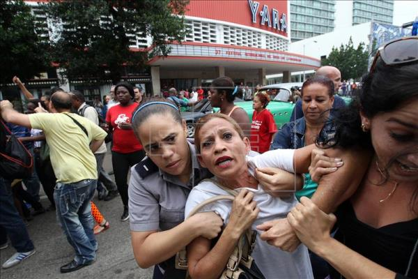 A member of the Ladies in White dissident group is arrested amid harassment and insults by Cuban government supporters in Havana. EFE