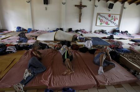 Cubans migrants rest at a shelter in La Cruz, Costa Rica  November 27, 2015. REUTERS/Juan Carlos Ulate