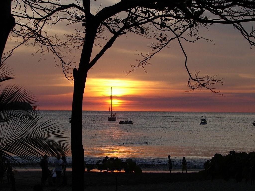 Playa Hermosa, Guanacaste. Photo www.panoramio.com