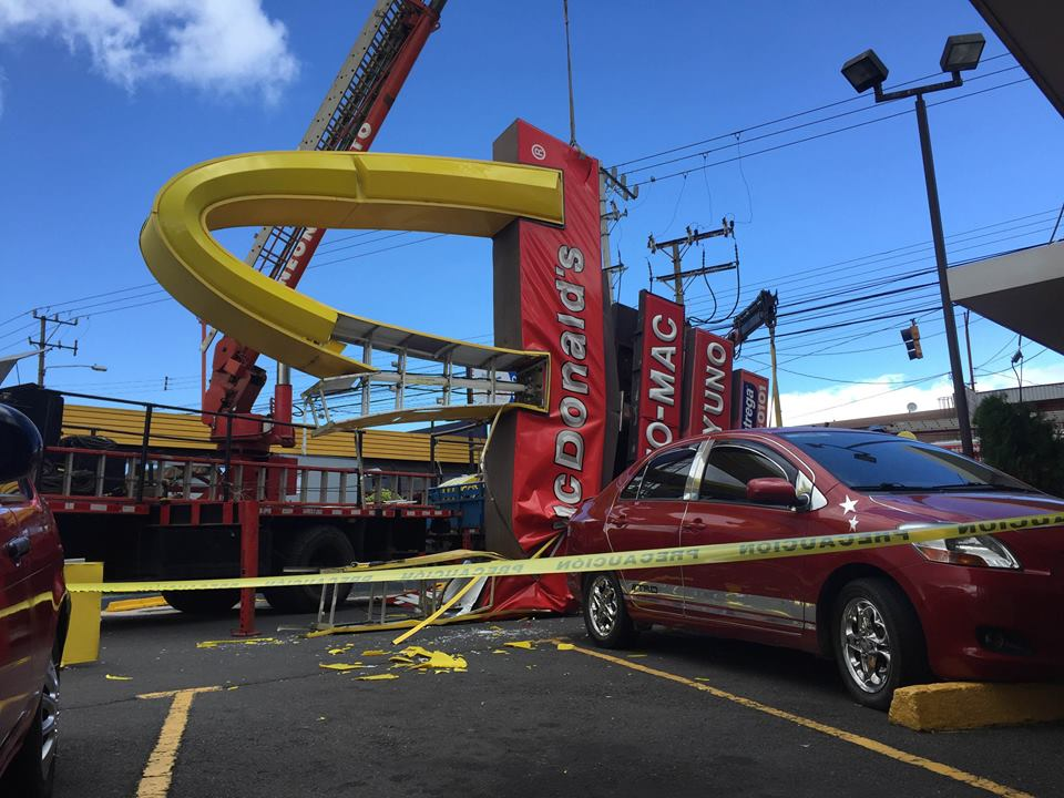 Strong winds topped this McDonald's sign on Tuesday in the Centro Comerical de Guadalupe