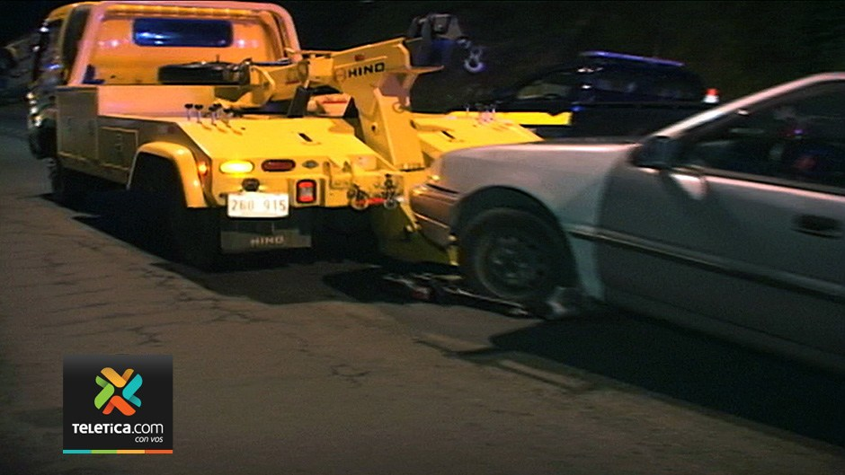 The traffic police in Costa Rica maintains a fleet of tow trucks to remove vehicles from circulattion on public roads
