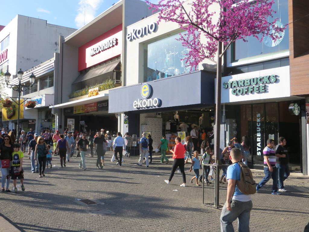 Two big chains from the USA, McDonalds and Starbucks, provide consistently good coffee, and draw big crowds on the Plaza de la Cultura in the heart of Downtown San José.