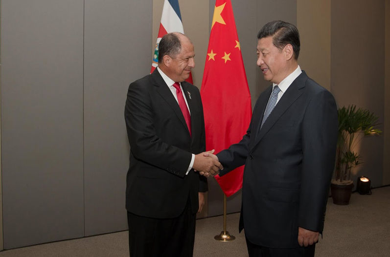 Costa Rica President Luis Guillermo Solís (left) with his Chinese counterpart, Xi Jinping, in January 2015