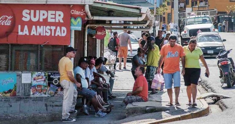 Cubans Migrants Stranded in La Cruz (Costa Rica) Generate More Earnings Than Year-End Vacationers