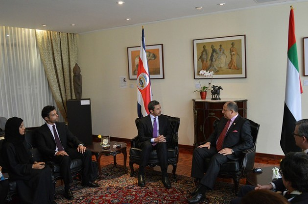 Costa Rican President Luis Guillermo Solís (centre-right) received United Arab Emirates Foreign Minister Sheikh Abdullah bin Zayed Al Nahyan (centre-left) in the presidential palace in San José on Friday Feb. 12. Credit: Diego Arguedas Ortiz/IPS
