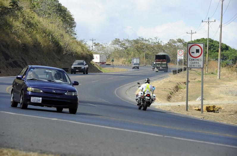 The San Jose - San Ramon road has a daily traffic volume of 84,000 vehicles. Photo ALONSO TENORIO, La Nacion