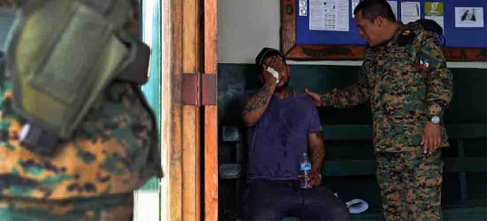 Cuban migrant detained at the Panama - Costa Rica border for attempting to illegally enter the country