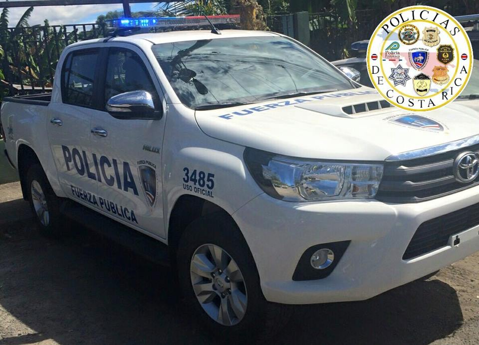 The Toyota Land Cruiser Prado TX is a common police vehicle in Costa Rica.