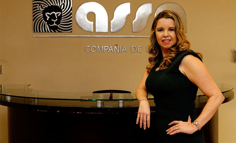 Lilliana Morales, is claims manager at Asssa, one six private vehicle insurance operators in Costa Rica. Photo Esteban Monge / La República
