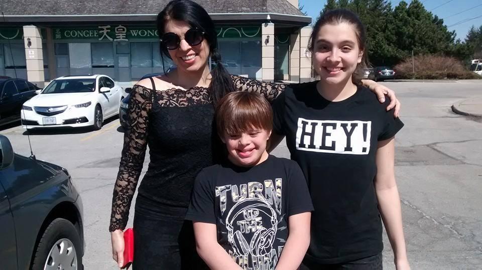 Alejandra García Prieto y sus hijos tienen tres años de vivir en Canadá, donde les negaron la residencia permanente porque Nico, de 13 años, tiene síndrome de Down. (Alejandra García para La Nación)