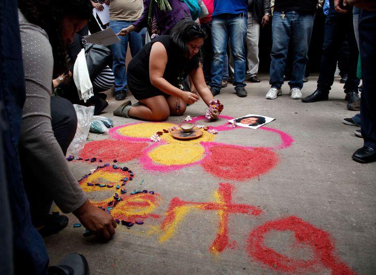 People make an offering in honor of honor slain Honduran indigenous leader and environmentalist Berta Caceres outside the coroners office in Tegucigalpa, Honduras. (AP Photo/Fernando Antonio)