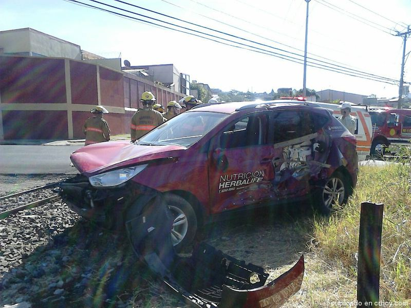 Train - car collision Wednesday morning in Tres Rios. Photo CRhoy.com