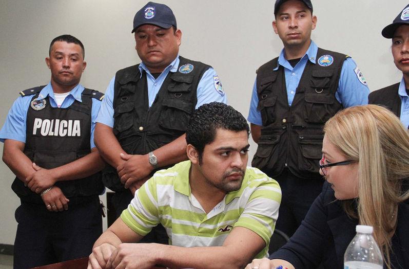 Adrián Salmerón se presentó a la audiencia junto con su defensorapública Nalía Ubeda. | EL NUEVO DIARIO PARA LA NACIÓN.