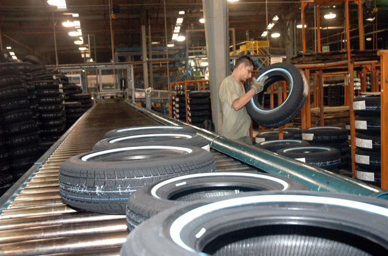 Tires are one of the main Costa Rica exports to Colombia.