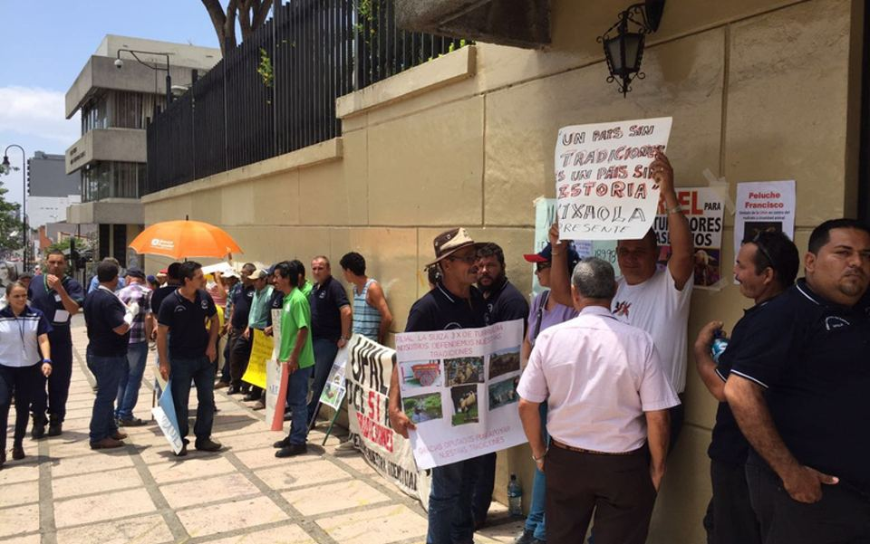 Galleros gather in protest against punishment for cockfighting in Costa Rica