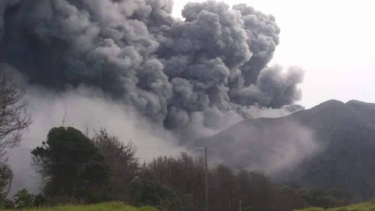 Flight Delays and Cancellations After Turrialba Volcano Eruption