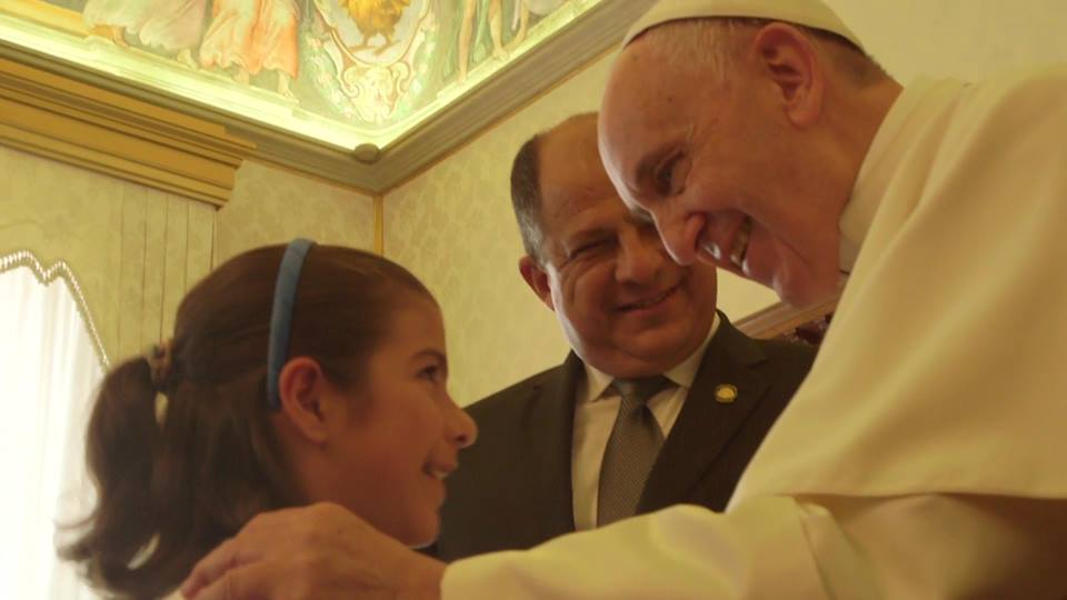 Pope Francis greets warmly President Luis Guillermo Solis' daughter, Inés