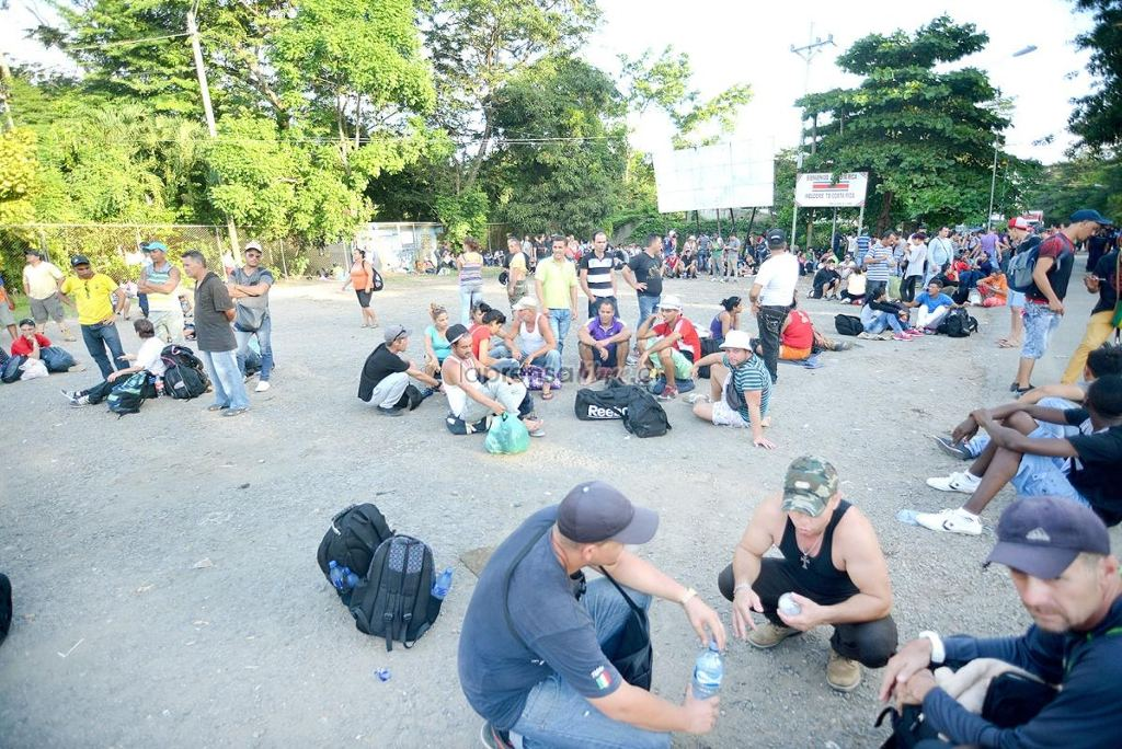 The Nicaragua-Costa Rica border on Friday, as many Nicaraguans head home for Mother's Day on Monday, May 30. Photo Prensalibre.cr