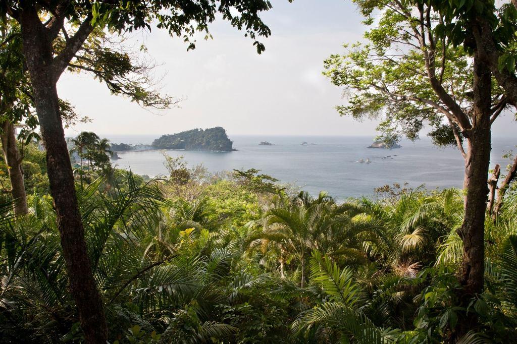 Espadilla Sur, a beach at Manuel Antonio National Park in Costa Rica. (Stefano Paterna/Alamy/Alamy Stock Photo)