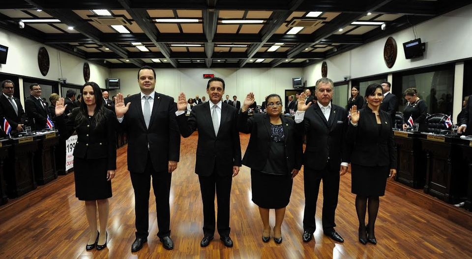 Antonio Álvarez Desanti (PLN) - middle - is the new president of the Legislatur