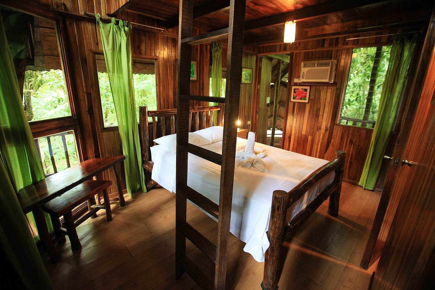 The comfortable interior of the tree house at Tree Houses Hotel © Tree Houses Hotel