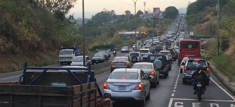 MOPT Wants To See Staggered Work Hours For Public Employees To Solve Costa Rica's Traffic Chaos