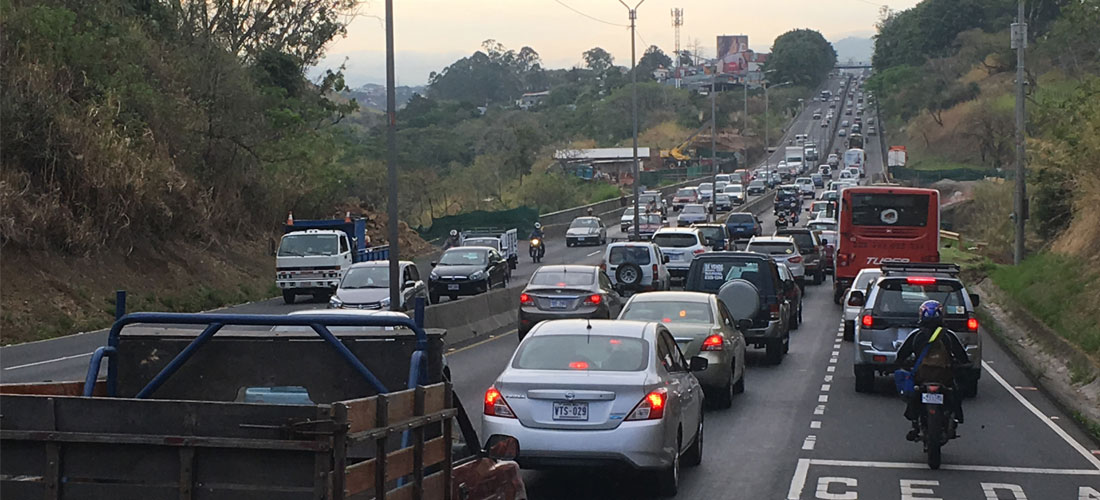 Typical traffic congestion on the autopista General Cañas. In what used to be only in the area of the Virilla bridge (puente platina) and in peak morning and afternoon times, is now is all day, every day, including weekends. Photo from files.