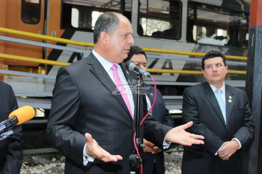 In a press conference held at the Atlantic train station (in San Jose), President Solis joked about not coming back to Costa Rica fron his trip to Chile.