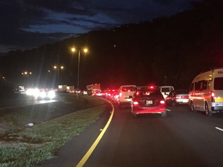 full-traffic-jam-at-night2