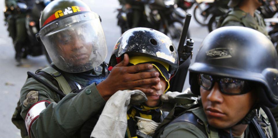 Behind its democratic facade, Maduro's regime in Venezuela controls the population with authoritarian measures. (La Patilla)