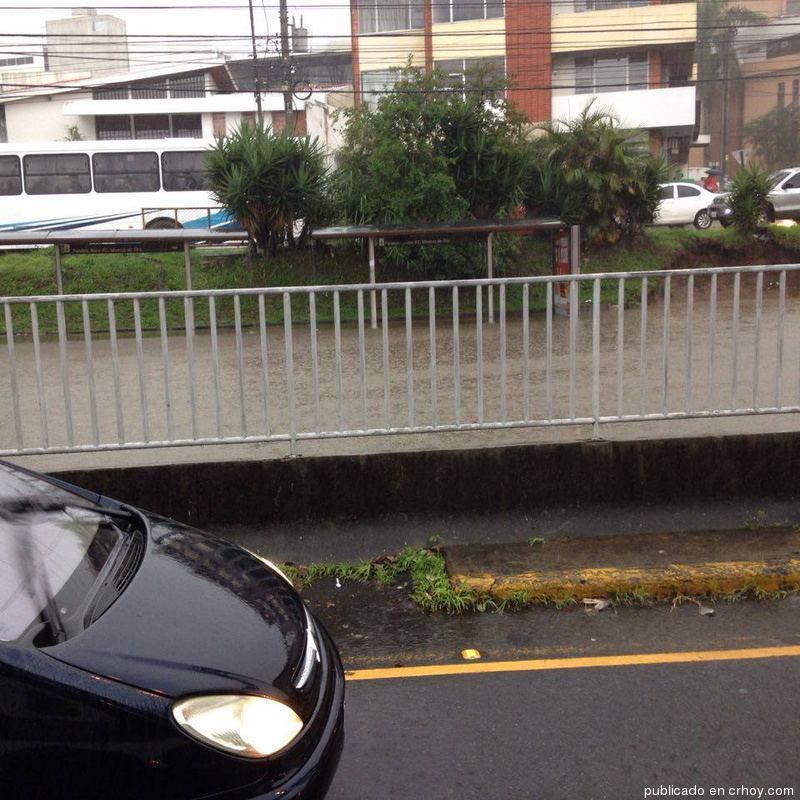 lluvia-mall-sanpedro2