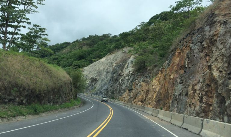 Driving Courtesy In Costa Rica. Or Not.