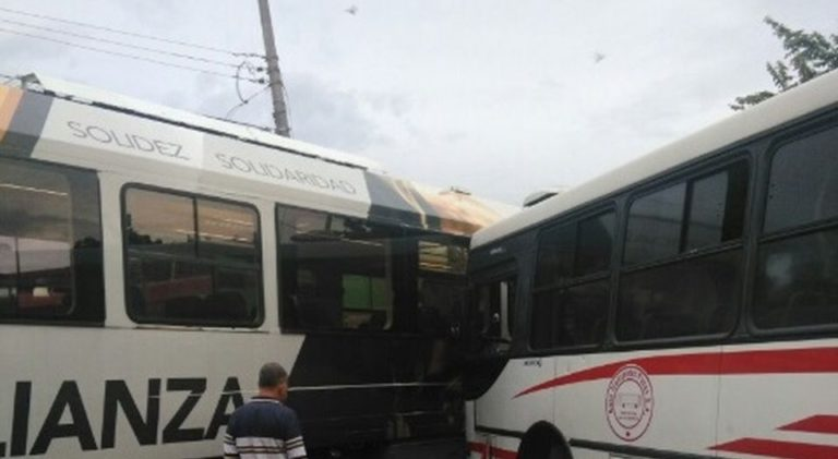Bus and Train In Early Monday Morning Crash in Pavas