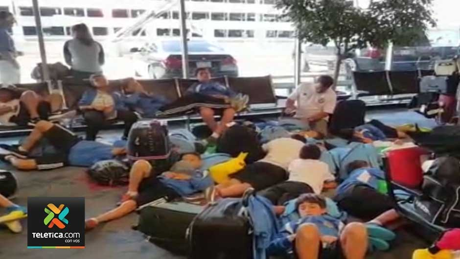 Members of a Costa Rica soccer youth team was stranded in Charlotte on Monday. Image from Telenoticias (television news) screen capture.