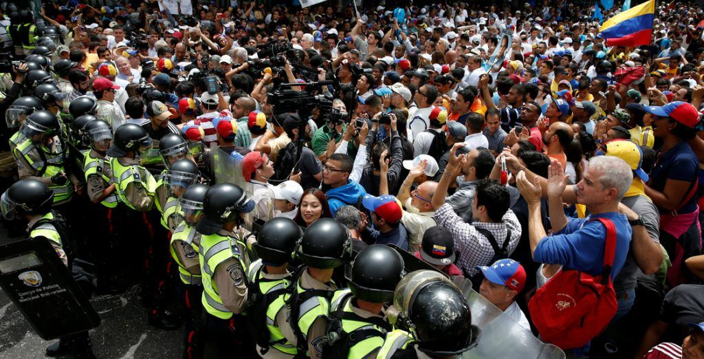 Opposition supporters clash with riot policemen during a rally to demand a referendum to remove President Nicolas Maduro in Caracas, Venezuela. File photo REUTERS/Carlos Garcia Rawlins