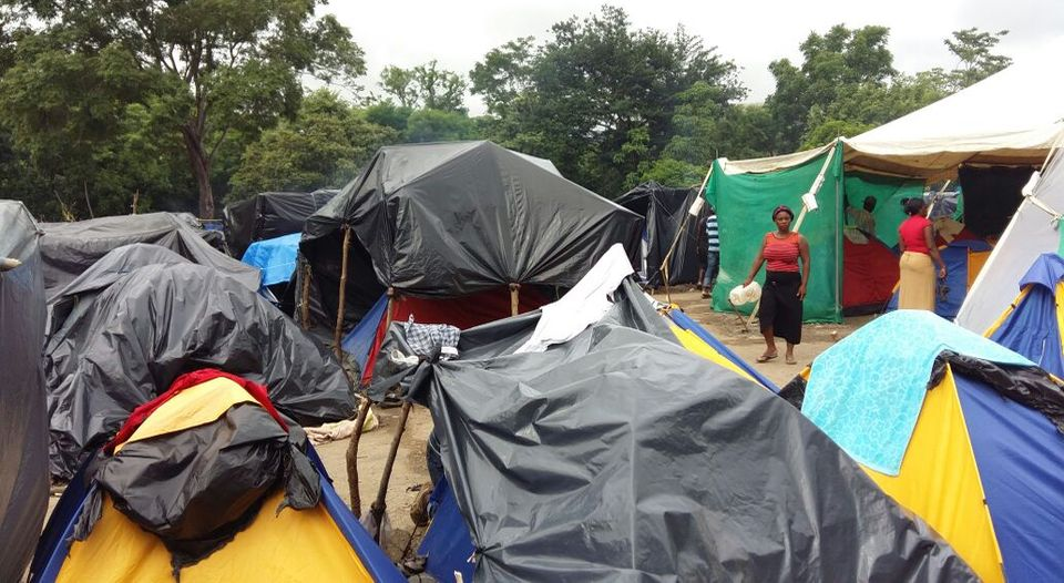 At the northern border with Nicaragua, Peñas Blancas, unofficially up to 3,000 African migrants are held in tents. Costa Rica officials say they count is less than 1,000. Photo La Nacion