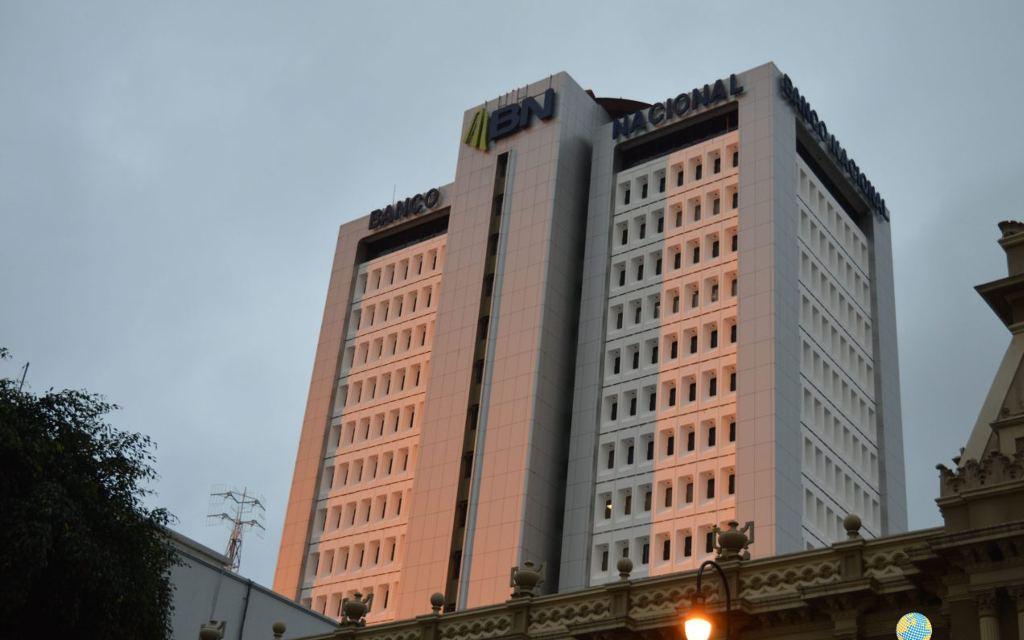 Costa Rica's major newspaper, La Nacion, says the State bank, Banco Nacional, has unleashed an offensive to the press
