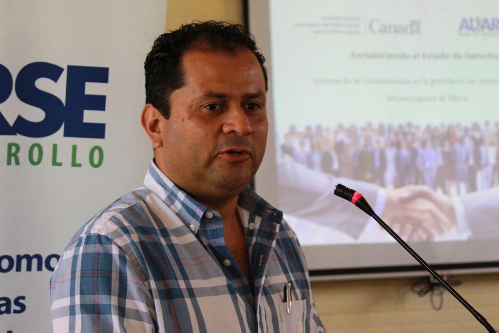Gilberto Monge, mayor of the Canton de Mora, is taking a hardline to delinquencies in paying for garbage pickup. Residents not paying for the service face a fine from ¢420.000 to ¢4 million colones