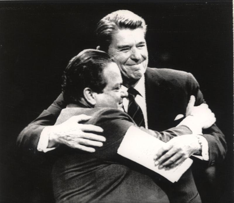 President Luis Alberto Monge receiving Ronald Reagan at the Teatro Nacional. **