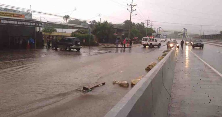 In Guacanaste, The NEW Cañas-Liberia Road Floods With Heavy Rains